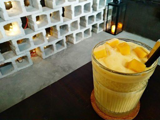 ollin cafe マンゴースムージー
