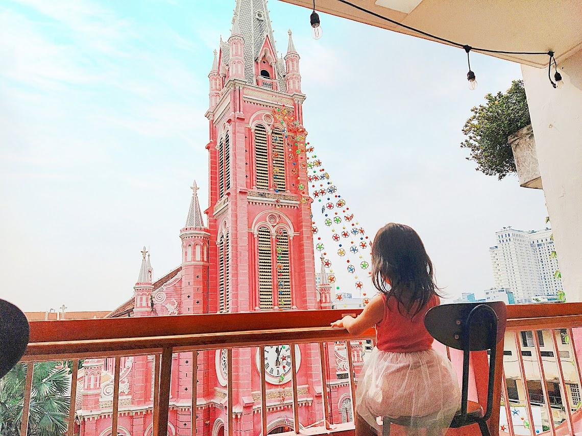 タンディン教会 ピンクのカフェ