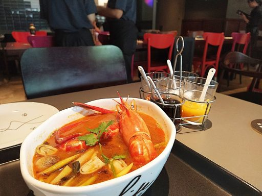 Greyhound Cafe Vietnam 酸辣湯