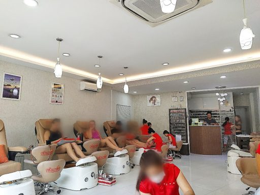 fame nails 2区 店内