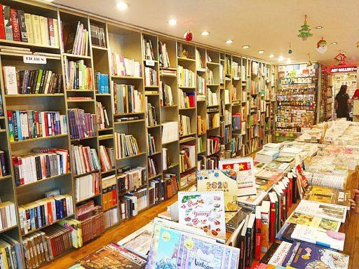 art book 店内
